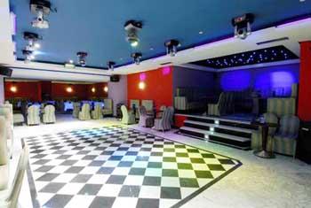 En servicio de discoteca espanola follandose a 2 chicas - 3 part 3