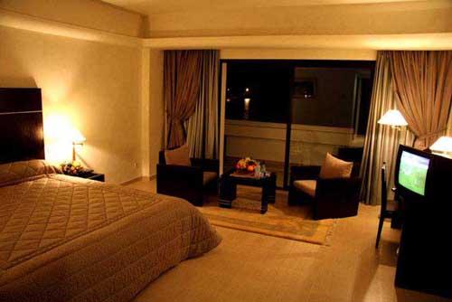 Hotel ramada les almohades for Habitacion de hotel bajo el mar